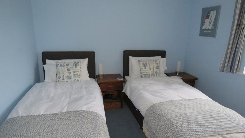 017-Second bedroom, set as two full size singles. Exeter Self Catering