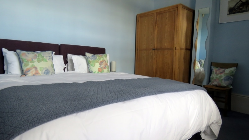 05-Main bedroom., Exeter Self Catering